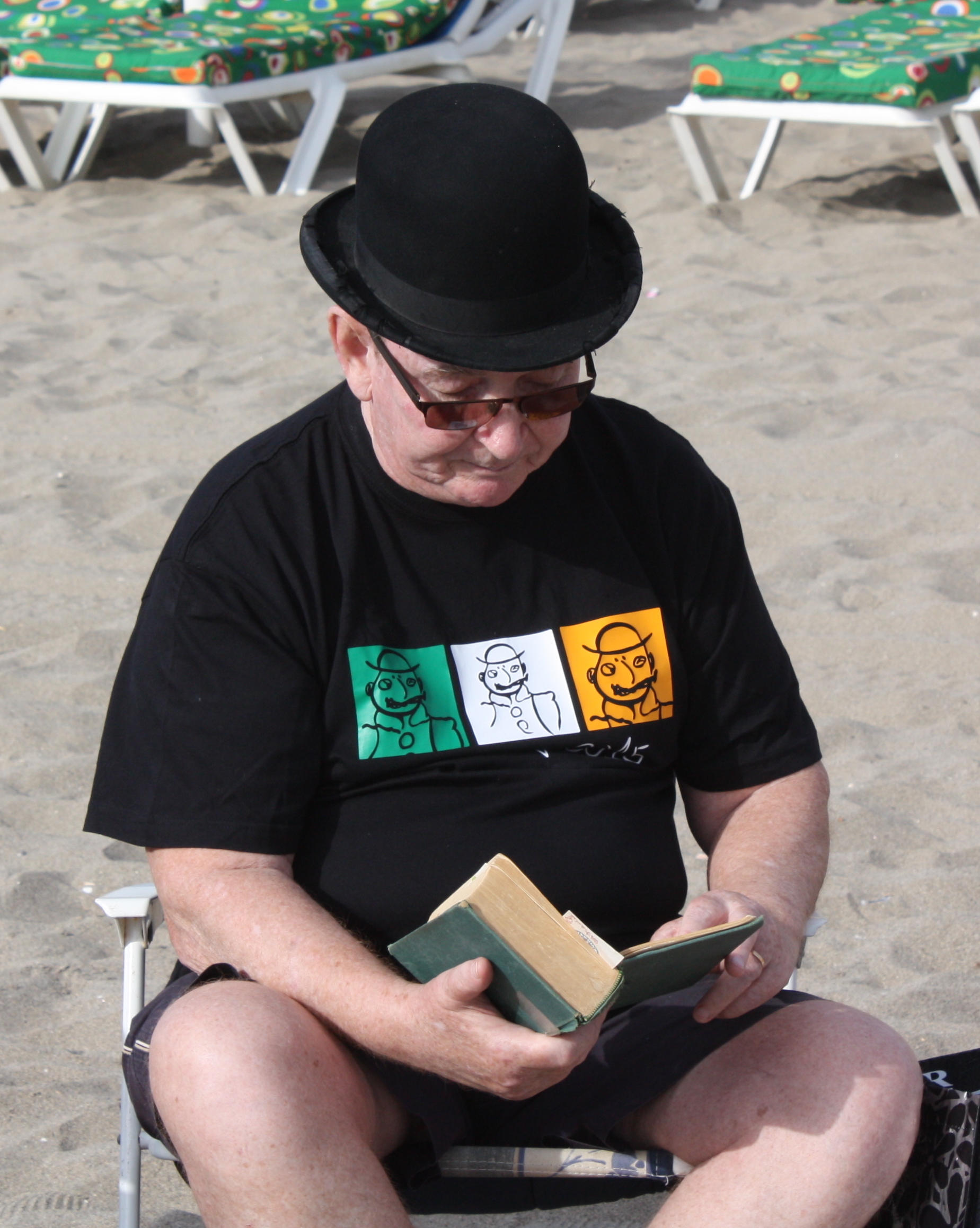 Roger Cummiskey reads Ulysses.jpg