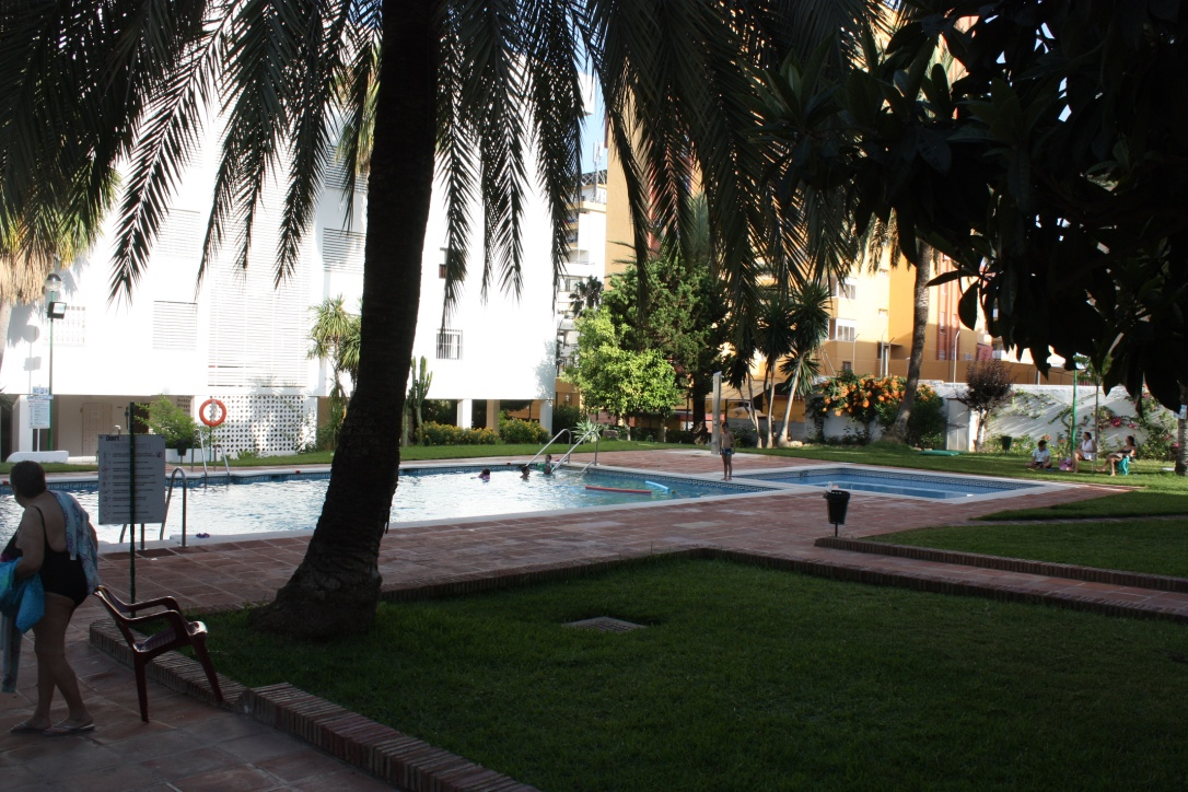 swimming pool and gardens..jpg